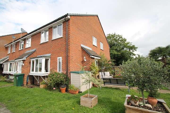 1 Bedroom End Of Terrace House for sale in Bramley Close, Staines-Upon-Thames, TW18