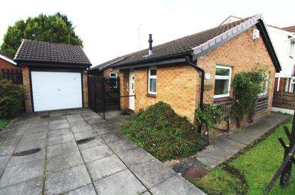 3 Bedrooms Bungalow for sale in Calderbrook Drive, Cheadle Hulme, Cheshire