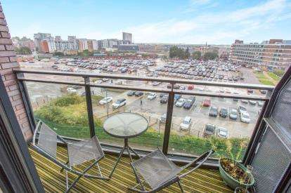 2 Bedrooms Flat for sale in Brewery Wharf, Waterloo Street, Leeds, West Yorkshire
