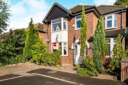4 Bedrooms Detached House for sale in Brentwood Road, Swinton, Manchester, Greater Manchester