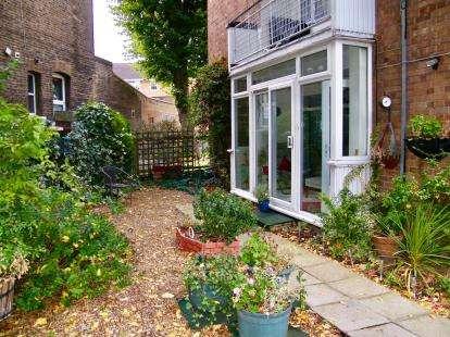 3 Bedrooms Flat for sale in New Wanstead, Wanstead, London