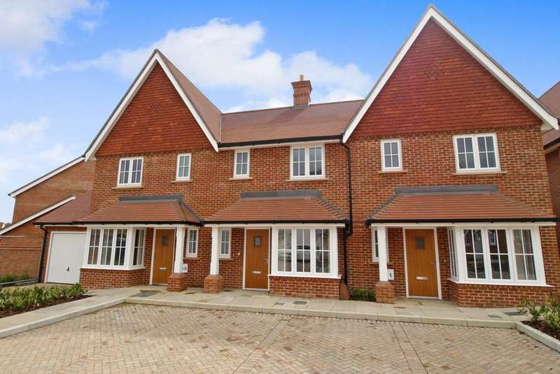 3 Bedrooms House for rent in Longhurst Avenue, Highwood, Horsham, RH12