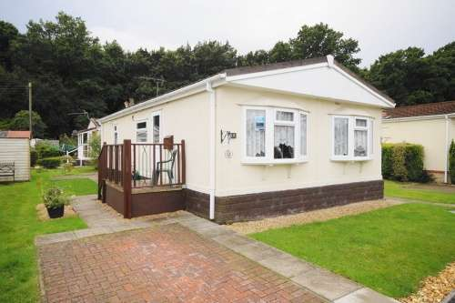 1 Bedroom Park Home Mobile Home for sale in Gladelands Park, Ringwood Road, Ferndown, Dorset