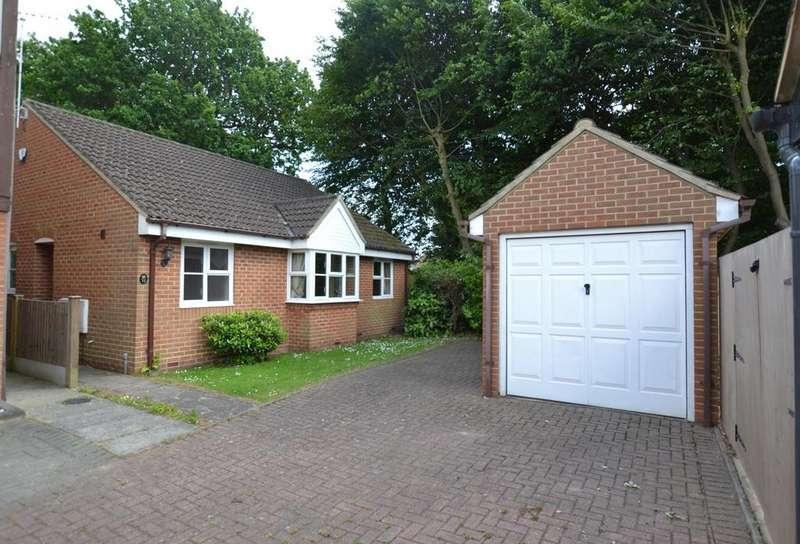2 Bedrooms Detached Bungalow for sale in Sussex Court, Billericay, Essex, CM12