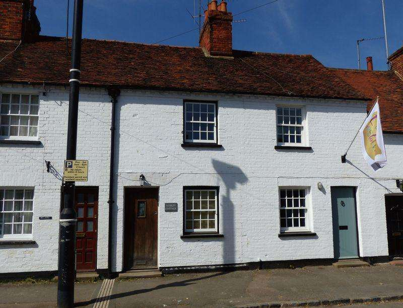 2 Bedrooms Terraced House for sale in COOKHAM VILLAGE
