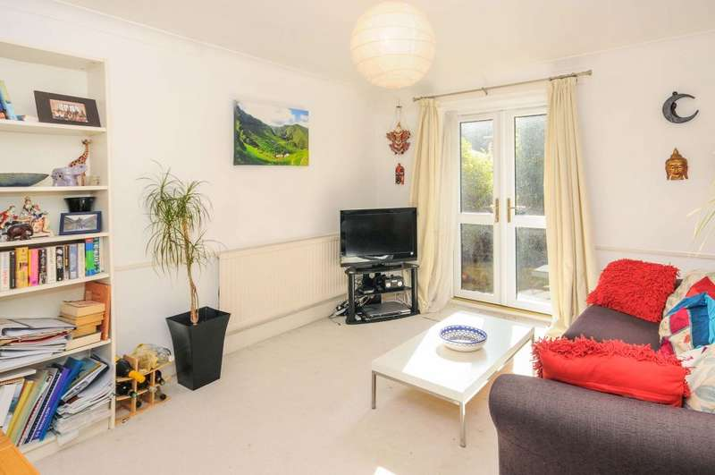 1 Bedroom Ground Flat for sale in Mayfield Road, N8 9NQ