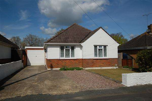 3 Bedrooms Bungalow for rent in Anchor Road, Bournemouth