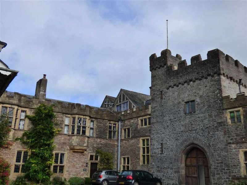2 Bedrooms Apartment Flat for sale in William IV Wing, Itton Court, Itton, Chepstow