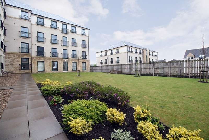 3 Bedrooms Flat for sale in Lady Campbells Court, Dunfermline, Fife, KY12 0LE