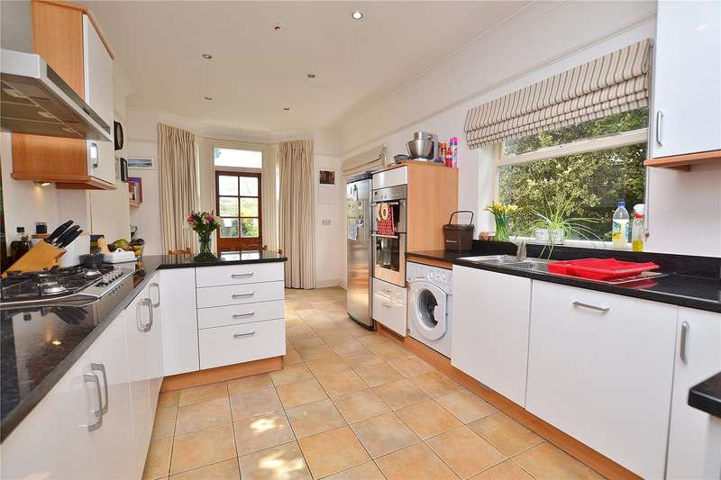 4 Bedrooms Detached House for sale in Clifford Road, Barnet, Hertfordshire, EN5