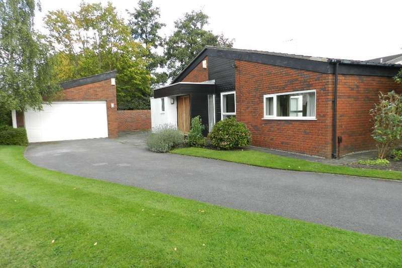 2 Bedrooms Bungalow for sale in Hapsford Close, Locking Stumps, Warrington, WA3 6NA
