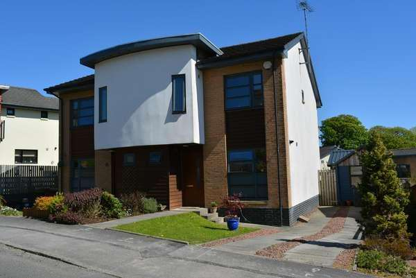 3 Bedrooms Semi-detached Villa House for sale in 36 Braehead, Lochwinnoch, PA12 4AS