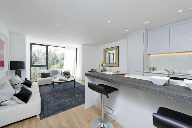 3 Bedrooms Flat for sale in Dyers Lane, SW15