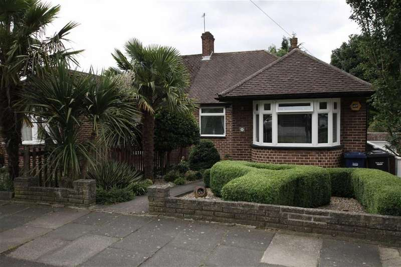 3 Bedrooms Semi Detached Bungalow for sale in Hamilton Road, Cockfosters, Herts, EN4