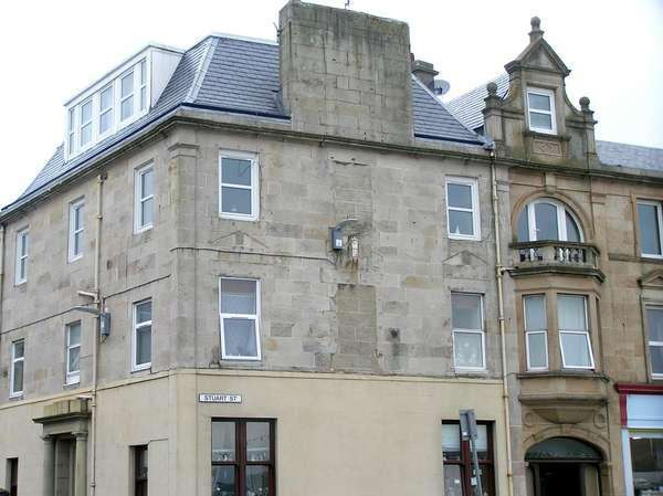 3 Bedrooms Flat for sale in Flat 5, Cumbrae Court, 1 Stuart Street, Millport, Isle of Cumbrae, KA28 0AN