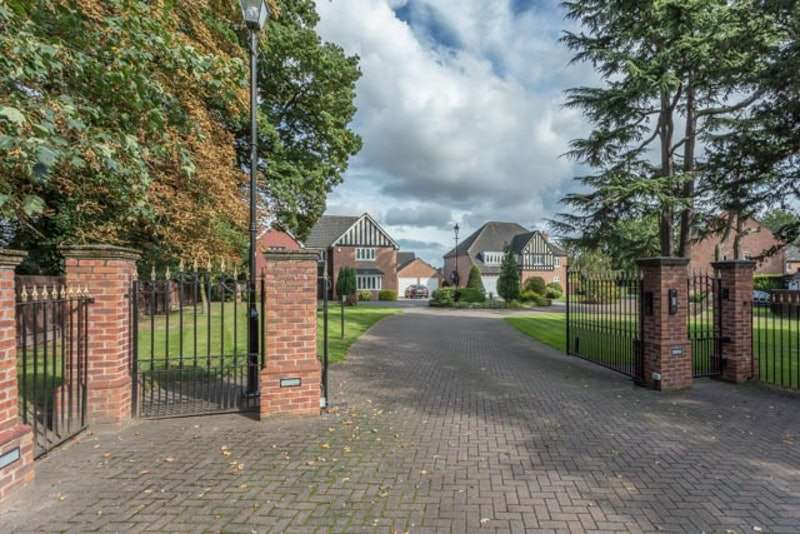 5 Bedrooms Detached House for sale in Spruce Drive, Retford, Nottinghamshire, DN22