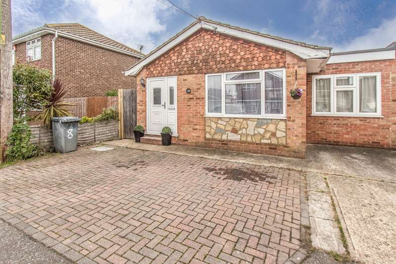 2 Bedrooms Detached Bungalow for sale in Waalwyk Drive, Canvey Island, SS8