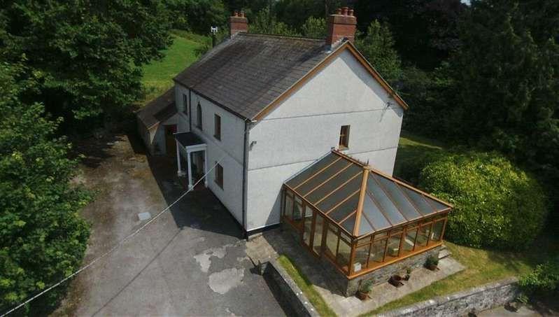 3 Bedrooms Property for sale in Castell Pigyn Road, Abergwili, Carmarthen