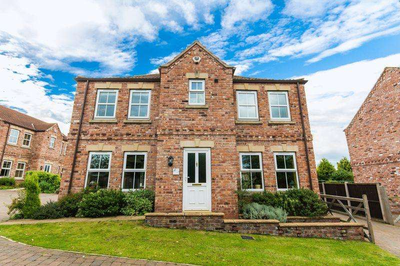 4 Bedrooms Detached House for sale in Horseshoe Rise, Walkeringham, DN10