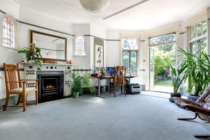 4 Bedrooms House for sale in Fox Lane, London N13