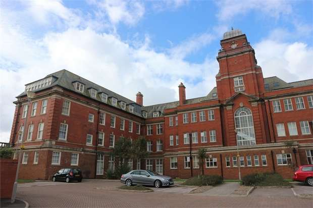 3 Bedrooms Flat for sale in 162 Queens Promenade, Blackpool, Lancashire