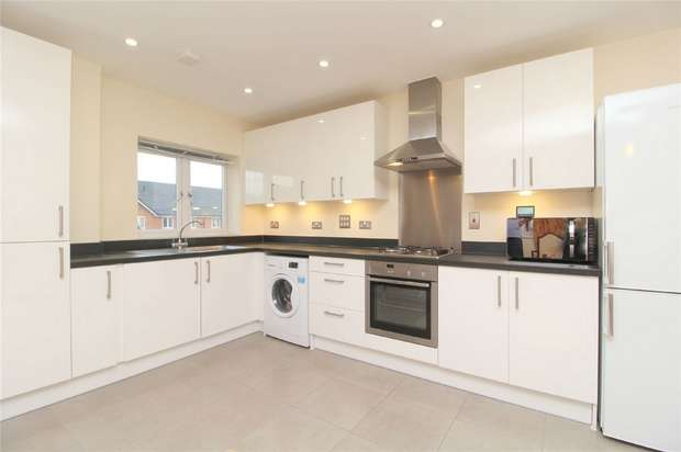 2 Bedrooms Flat for sale in Sycamore House, Holywell Way, Stanwell, Middlesex