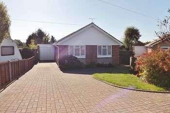 4 Bedrooms Bungalow for sale in Larchfield Way, Cowplain, Hampshire, PO8 9HE