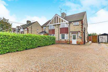 3 Bedrooms Semi Detached House for sale in Station Road, Lower Stondon, Bedfordshire, England