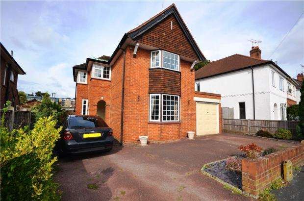 3 Bedrooms Detached House for sale in Edward Avenue, Camberley, Surrey