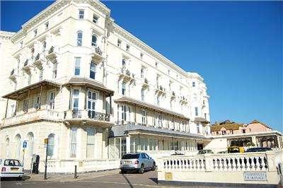 2 Bedrooms Flat for rent in 15 Queens Apartments Robertson Terrace, HASTINGS, East Sussex, TN34 1JN