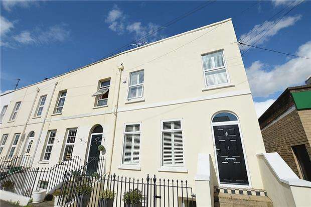 4 Bedrooms End Of Terrace House for sale in Suffolk Street, LECKHAMPTON, GL50 2DH