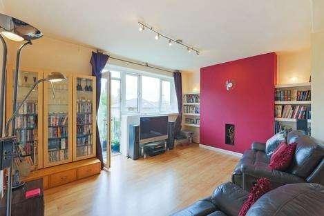 3 Bedrooms Flat for sale in Green Lanes, London N4