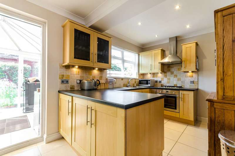 3 Bedrooms Semi Detached House for sale in Verona Drive, Surbiton, KT6