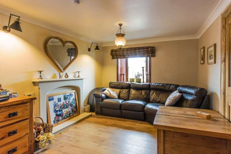4 Bedrooms Terraced House for sale in Glendoune Street, Girvan, South Ayrshire, KA26