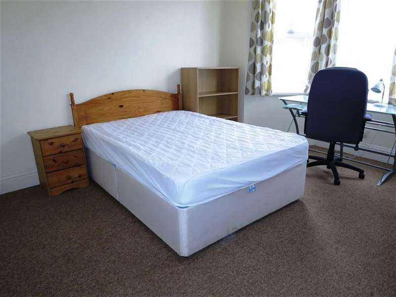6 Bedrooms House for rent in Highfield Road, Moordown, Bournemouth, Dorset