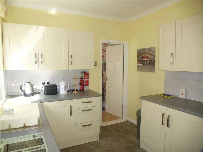3 Bedrooms End Of Terrace House for sale in Pretoria Road, Southsea, Hampshire