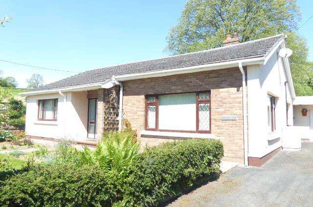 3 Bedrooms Bungalow for sale in Llanwnnen, Lampeter