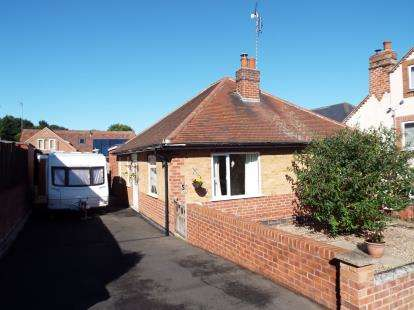 3 Bedrooms Bungalow for sale in Ivy Grove, Carlton, Nottingham