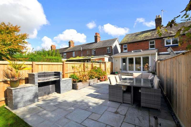 3 Bedrooms End Of Terrace House for sale in Christchurch Road, Ringwood, BH24 3AS