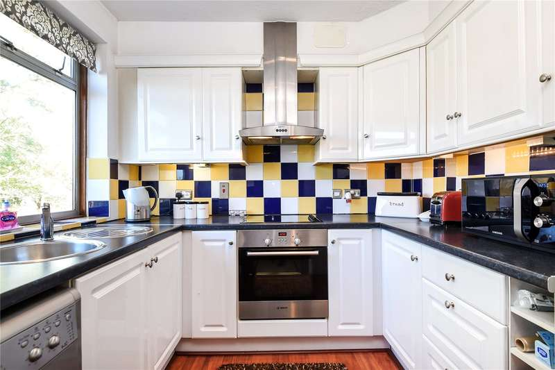2 Bedrooms Apartment Flat for sale in Alandale Drive, Pinner, Middlesex, HA5