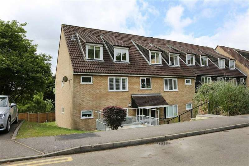 1 Bedroom Flat for sale in Copper Beech Court, Loughton, Essex