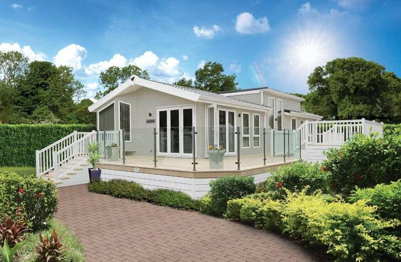 2 Bedrooms Park Home Mobile Home for sale in Tattershall Lakes Country Park, Sleaford Road, Tattershall