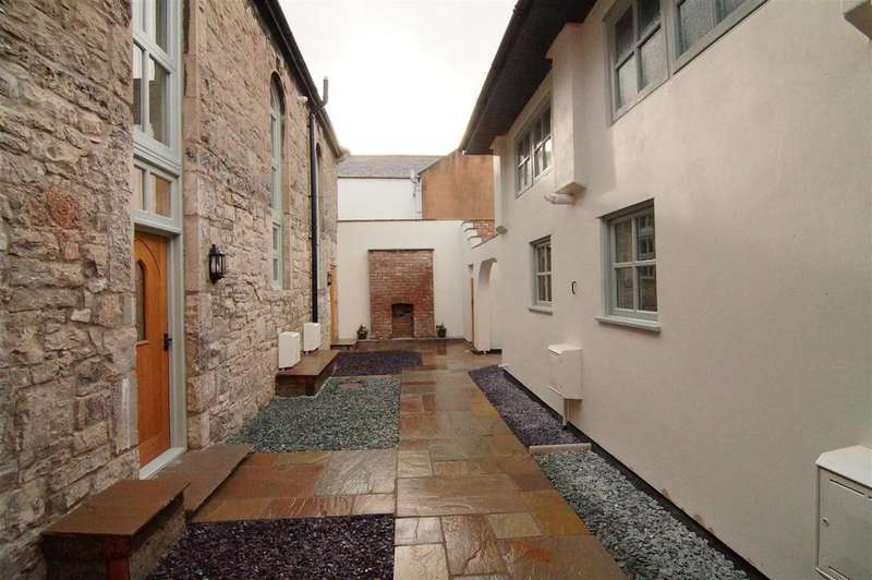 2 Bedrooms Semi Detached House for sale in Castle Place