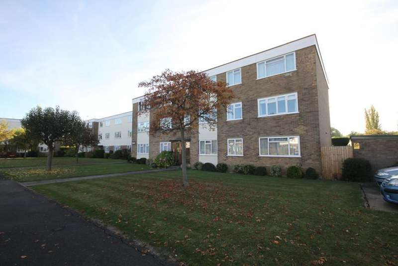 3 Bedrooms Flat for sale in Fairways, Wyatts Drive, THORPE BAY, Essex
