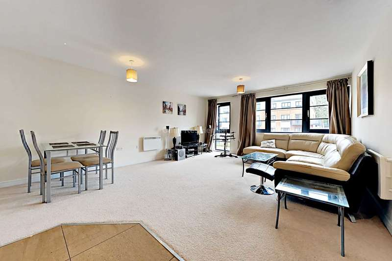 2 Bedrooms Apartment Flat for sale in Kestrel Road, Farnborough