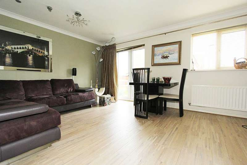 3 Bedrooms Semi Detached House for sale in Druridge Drive, Newcastle upon Tyne, Tyne and Wear, NE5 3LD