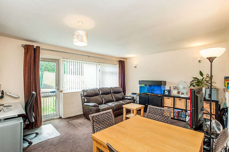 2 Bedrooms Flat for sale in Queensway, Hemel Hempstead, HP2