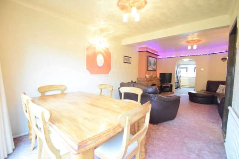 3 Bedrooms Semi Detached House for sale in Waxwell Road, Hullbridge