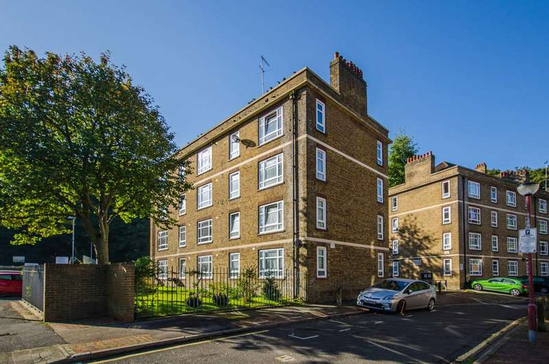 3 Bedrooms Flat for sale in Valley Grove, Charlton, SE7