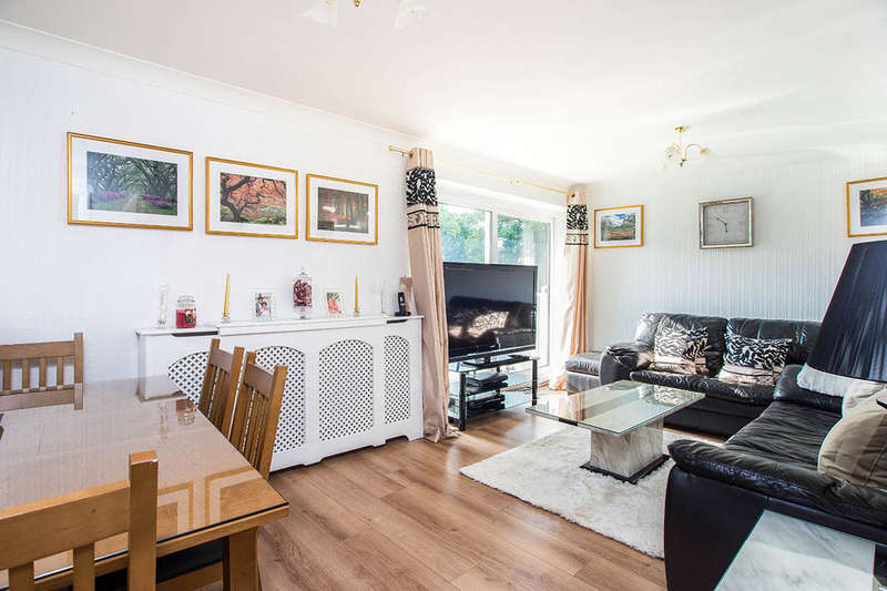 2 Bedrooms Flat for sale in Basinghall Gardens, Sutton, SM2